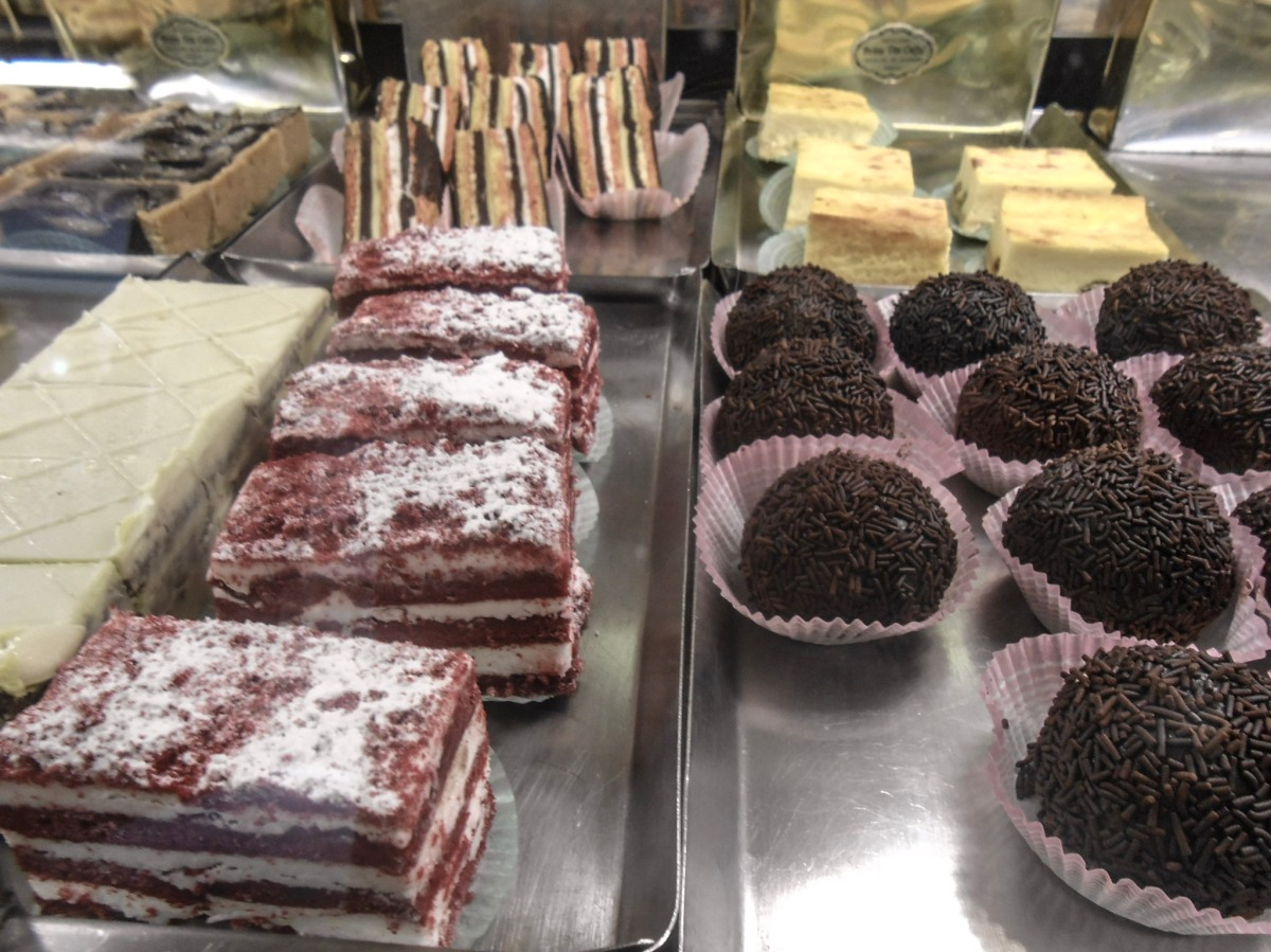 Red Velvet Strawberry Cake and Zeppole di San Giuseppe: It's Father's Day in Venice